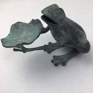 Cast metal art frog & Lilly pad /verdigris finish